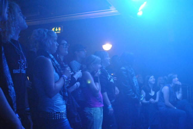 THE CROWD Watching 'Top Hat Alleycat'